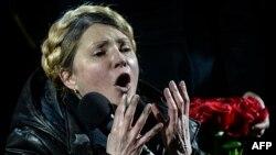 Iulia Timoșenko adresîndu-se mulțimii din Piața Independenței