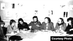 Mueller (second from left) with literary colleagues in 1985. Her informer moved in the same circles.