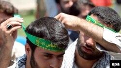 Арабо-израильский конфликт исправно служит радикалам всех мастей. Набор добровольцев в Тегеране для «освобождения Палестины и Ливана»