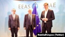 Лидерите на Србија и на Косово Александар Вучиќ и Авдулах Хоти и комесарот на ЕУ Жосеп Борел