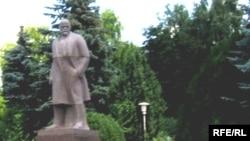 Коммунистическое наследие в Молдавии - памятник Ленину в деревне Ришканы