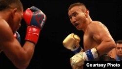 Профессиональный боксер Канат Ислам.