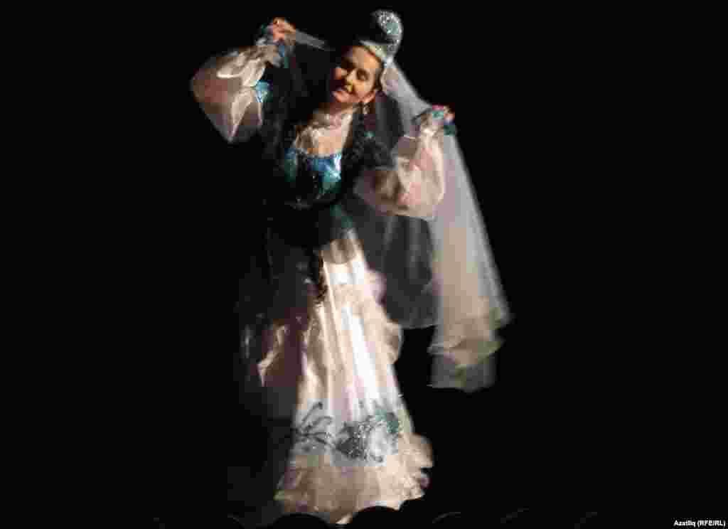 Нигина Әхмәдуллина бии