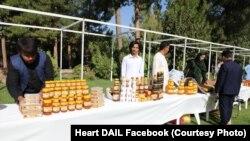 تولید کننده های عسل در جشنواره انگور، انجیر و عسل در هرات