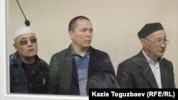 Подсудимые по «делу джихадистов». Слева направо: Оралбек Омыров, Алматы Жумагулов и Кенжебек Абишев.