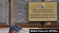 U diplomatsko-konzularna predstavništva BiH šalje pripravnike, ali i biznismene poput uzgajivača pilića ili upravnika kamenoloma, ilustrativna fotografija