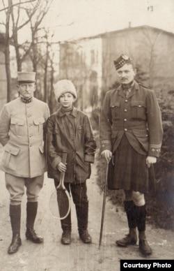 Un ofițer francez, un voluntar rus și un ofițer scoțian la Dänholm-Stralsund (Foto: Expoziția Marele Război, 1914-1918, Muzeul Național de Istorie a României)