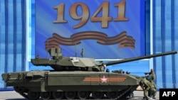 """Новейший российский танк T14 """"Армата"""" заглох на Красной площади накануне Парада Победы. Май 2015 года"""