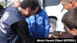 نصير شمة مع عدد من سكان المخيم, 14 آذار 2015