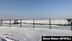 Күннен қуат өндіретін электр станциясының панельдері. Саран, Қарағанды облысы, 4 қаңтар 2019 жыл.