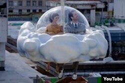 """Michel Gondry-nin yuxulardan başqa bir sürrealist filmi """"Günlərin köpüyü""""ndən bir kadr."""