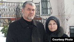 Muhammad Solih (with his wife, Aydin) case comes after an Uzbek cleric who criticized the government in Tashkent was shot dead in Istanbul in December 2014 and another Uzbek cleric survived an apparent attempt on his life in Sweden.