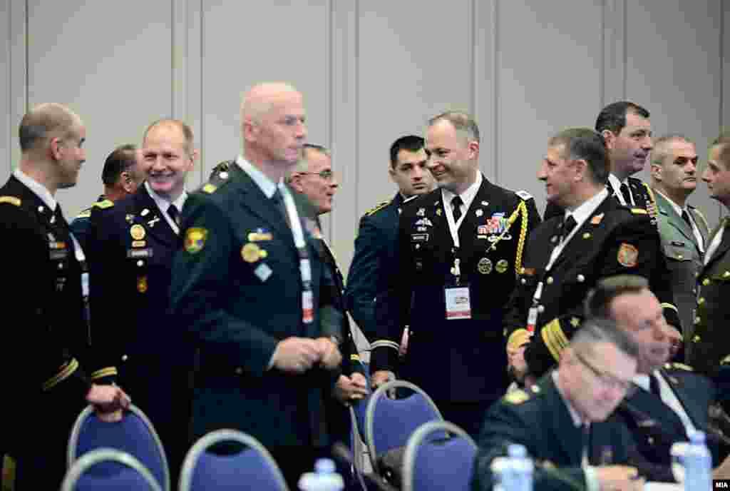 МАКЕДОНИЈА - Началниците на Генерелштабовите на војските на Албанија, Босна и Херцеговина, Хрватска, Македонија, Црна Гора и претставникот на Европската комадна на САД (ЕУКОМ) потпишаа меморандум за продлабочување на воената соработка меѓу потписниците на Јадранската повелба. На конференцијата се расправаше и за проширување на соработката меѓу државите од А-5 за целосна НАТО интеграција и придонес за безбедноста на Алијансата.