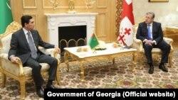Türkmenistanyň prezidenti Gurbanguly Berdimuhamedow we Gürjüstanyň premýer-ministri Georgiý Kwirikaşwili. 30-njy awgust, 2017 ý. Aşgabat