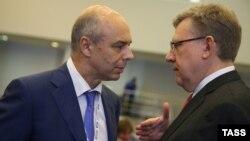Бывший и нынешний министры финансов России – Алексей Кудрин (справа) и Антон Силуанов