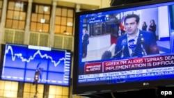 Premierul Alexis Tsipras intervievat, într-o imagine de la Bursa din Amsterdam