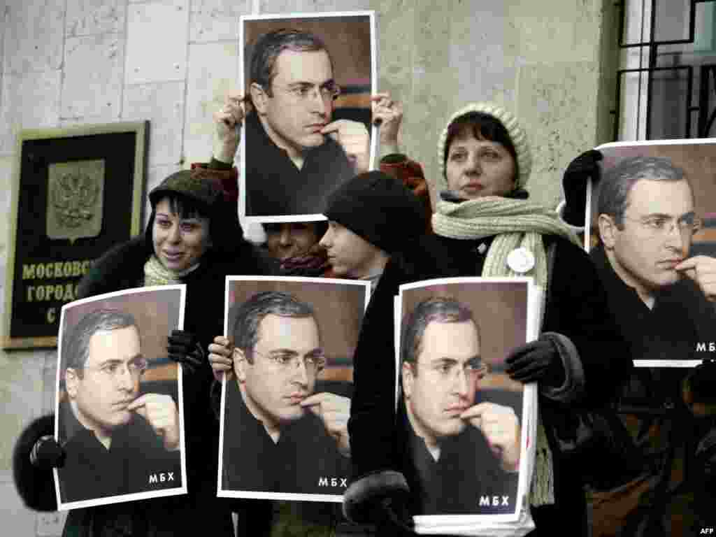 Khodorkovsky supporters protest outside a Moscow court on January 15, 2004. Many Russians see him as a political prisoner jailed for political ambition and his criticism of President Putin. Amnesty International considers him a prisoner of conscience.