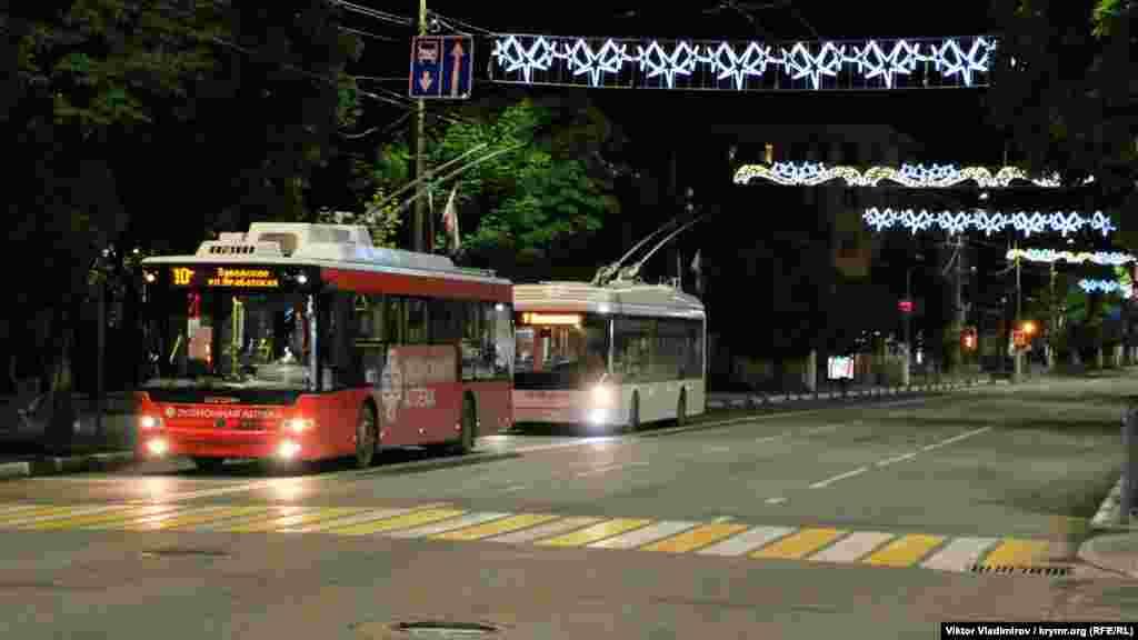 Громадський транспорт на проспекті Кірова