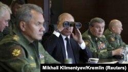 Vladimir Putin, Sergei Shoigu və Valery Gerasimov