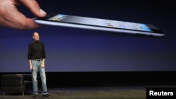 The late Apple CEO Steve Jobs introduces the iPad 2 in San Francisco in March 2011.
