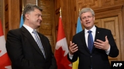 Canada -- Prime Minister Stephen Harper (R) meets with Ukrainian President Petro Poroshenko at his office on his first official visit to Parliament Hill in Ottawa, Ontario, September 17, 2014