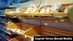 Пустые хлебные полки в магазине Зеленогорска