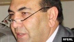 حمیدالله فاروقی رئیس پوهنتون کابل و یک تن از کارشناسان