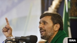 اظهارات محمود احمدى نژاد شديدترين انتقاد جمهورى اسلامى ايران از مقام هاى عربستانى طى ماه هاى اخير در باره نقش اين كشور در بحران يمن به شمار مى رود.