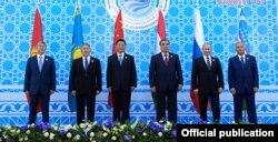 Алты мемлекет басшысының ШЫҰ-ның бұрынғы саммиттерінің бірінде түскен суреті. Тәжікстан, Душанбе, 12 қыркүйек 2014 жыл.