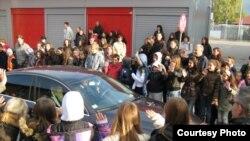 Deca u Jagodini dočekuju patrijarha Irineja, 16. oktobar 2011.