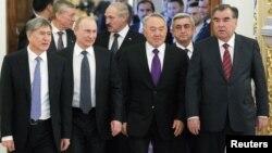 ЖККУга кирген өлкө башчылары Москвада, 2012-жыл