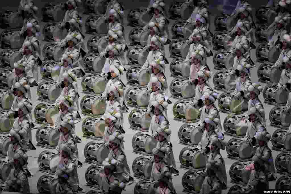 На церемонии открытия особый акцент был сделан на искусстве корейского народа.