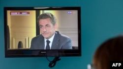 وکلای مدافع آقای سرکوزی در خصوص بازجوییهای دو روز گذشته سکوت اختیار کرده و حاضر به گفتوگو با رسانهها نشدهاند.