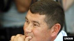 Народний депутат Олександр Онищенко під час засідання регламентного комітету Верховної Ради України, який розглядав подання Генпрокуратури про надання згоди на його притягнення до кримінальної відповідальності, затримання та арешт, Київ, 29 червня 2016 року