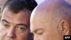 President Dmitry Medvedev (left) and Moscow Mayor Yuri Luzhkov
