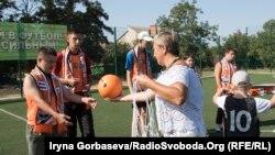 Как дети с инвалидностью тренировались играть в футбол