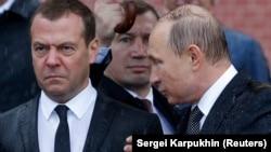 Дмитрий Медведев (слева) и Владимир Путин. Москва, 22 июня 2017 года