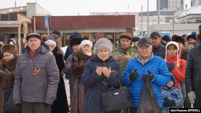 В Казани прошел первый разрешенный властями митинг в поддержку татарского языка