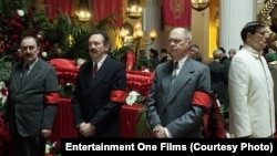 """Британ режиссері Армандо Ианнуччидің """"Сталиннің өлімі"""" комедиясынан скриншот."""