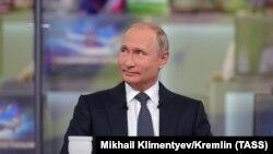 Владимир Путин во время ежегодной прямой линии с президентом, 7 июня 2018 года