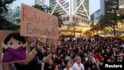 Протестите в Хонконг накараха правителството да замрази спорния проектозакон за екстрадицията