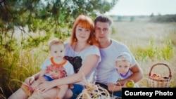Людмила с мужем и детьми