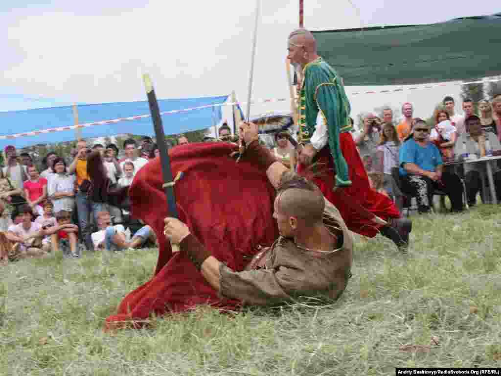 Демонстрація козацьких бойових мистецтв