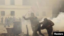 Каир: столкновения около здания МВД