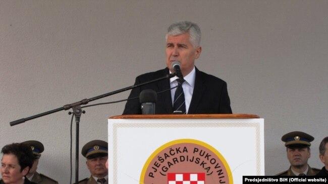 Činjenica je da je Čović jedan od brojnih bh. zvaničnika koji je dočekivao osuđene upravo pred Tribunalom