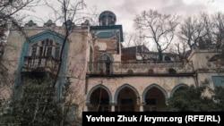 Таинственный дворец в доме без номера на улице Свердлова в Ялте