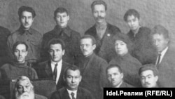 Иван Яковлев (в первом ряду) в окружении соратников. Москва, 1924