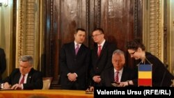 Premierii Filat şi Ungureanu după şedinţa comună a guvernelor moldovean şi român, Iaşi, 3 martie 2012