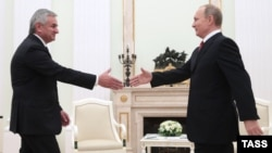 Russian President Vladimir Putin (right) meets with Raul Khajimba, the de facto president of Georgia's breakaway Republic of Abkhazia, in Moscow on December 1.