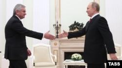 Russian President Vladimir Putin (right) meets with Raul Khajimba, the de facto president of Georgia's breakaway Republic of Abkhazia, in Moscow on December 1.